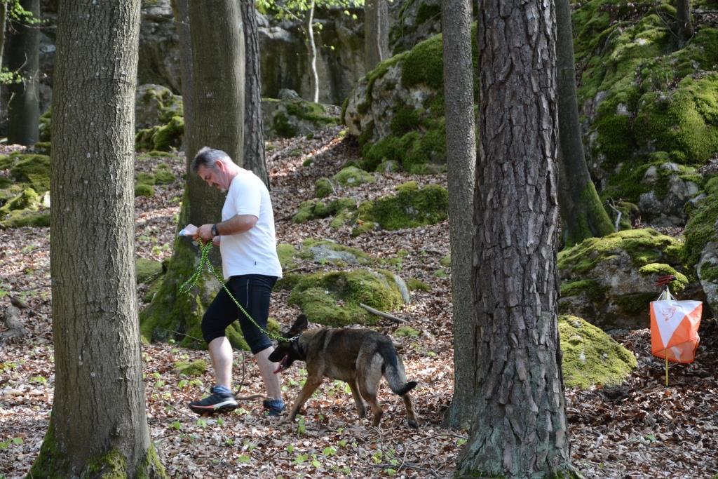 Sind Hunde zulässige Hilfsmittel beim OL?
