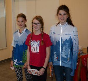 Podium der D12: Juliane vor Miriam und Anja (von rechts nach links). Die Gewinnerin gleich mit neuem OLG Outfit.